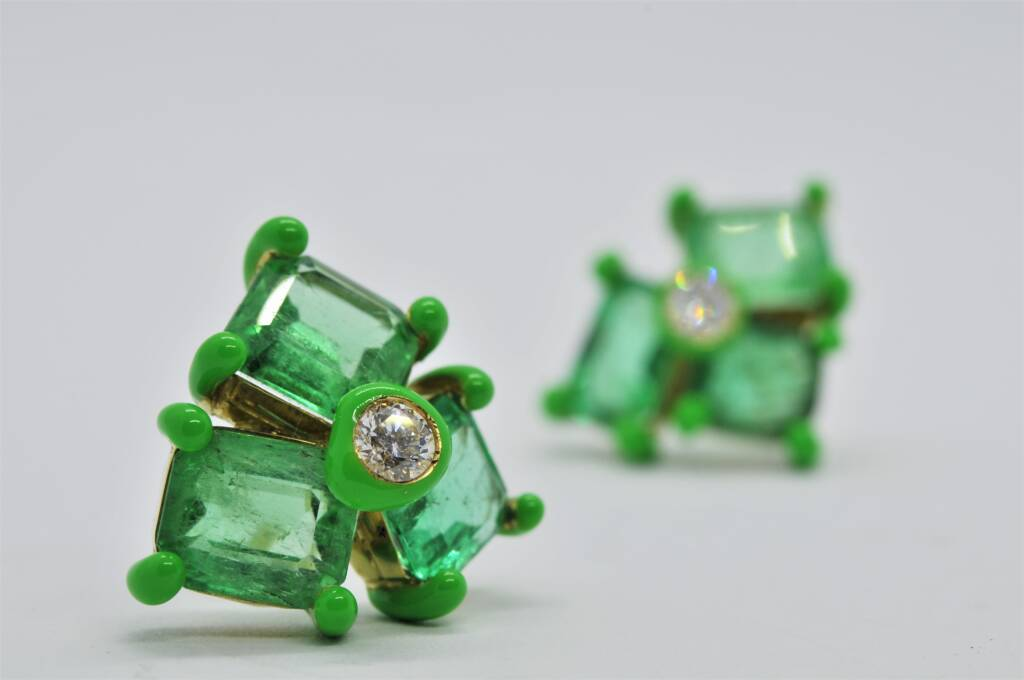 Orecchini in Oro, con Smeraldi, Diamanti e punte smaltate