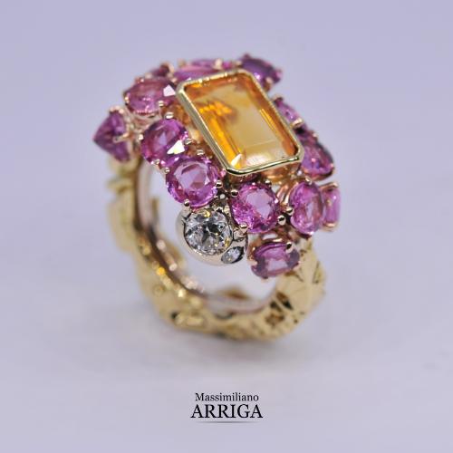 Anello in oro con opale di fuoco, zaffiri rosa e diamanti