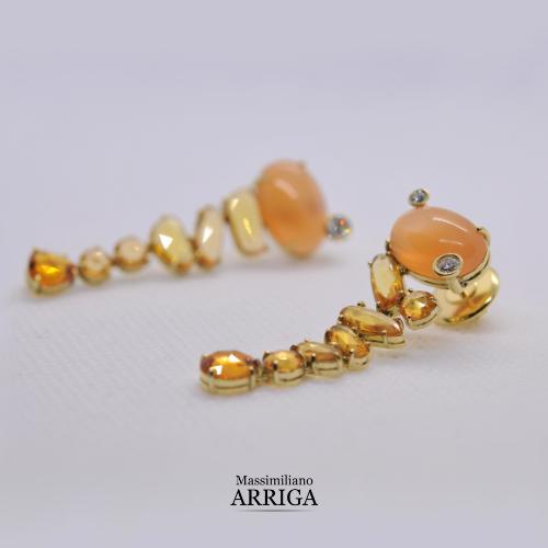 Orecchini in Oro, con Pietra di Luna, Zaffiri arancio e Diamanti