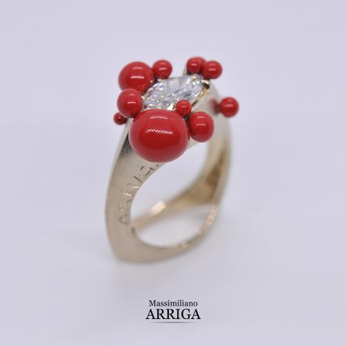 anello in oro con diamante e smalti