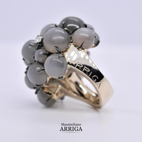 anello in oro con pietra di luna e diamanti_2