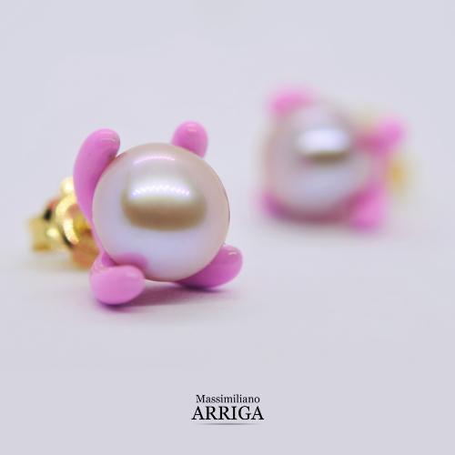 orecchini con perle e smalti