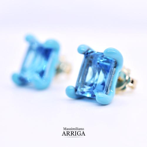 Orecchini oro e smalto con topazi azzurri